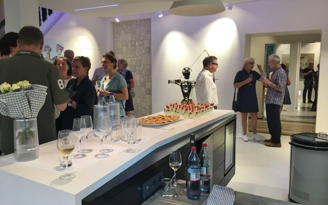 Vernissage – sieben Künstler stellen gemeinsam in der Villa Stöcken aus  >> Verlängerung der Ausstellung: freitags von 16:00 bis 18:00 Uhr geöffnet!